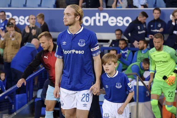 Everton Perpanjang Kontrak Gelandang Muda Tom Davies