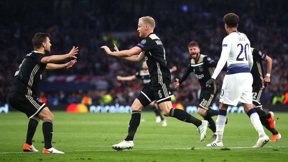 Ajax Curi Kemenangan di Kandang Spurs