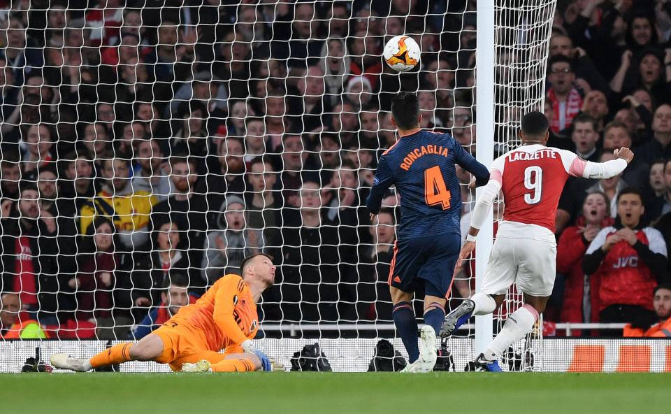 Arsenal Benamkan Valencia di Emirates Stadium
