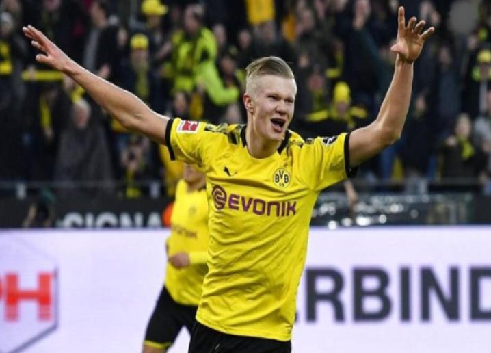 Borussia Dortmund Mengharapkan Penyerangnya Tetap Diklub